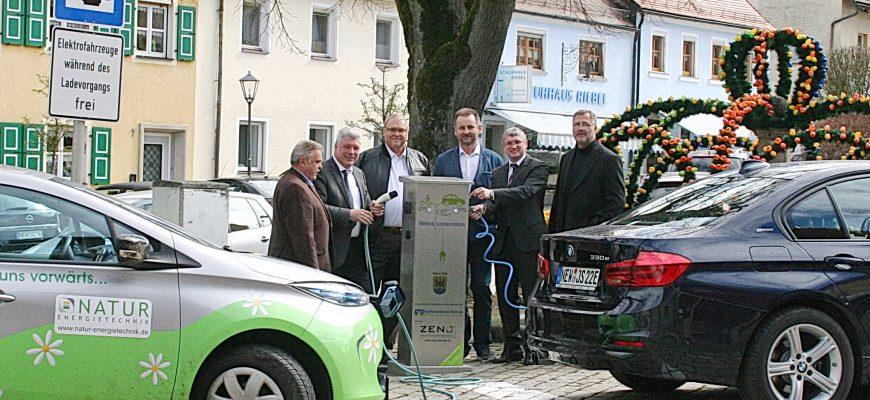 Freie Elektro-Tankstelle in Floß
